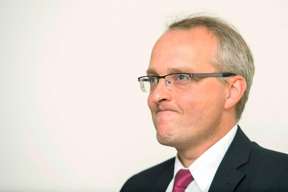 Von Anfang an umstritten: Landesbischof Dr. Carsten Rentzing (52) wurde 2015 erst im sechsten Wahlgang und mit nur einer Stimme Mehrheit gewählt.