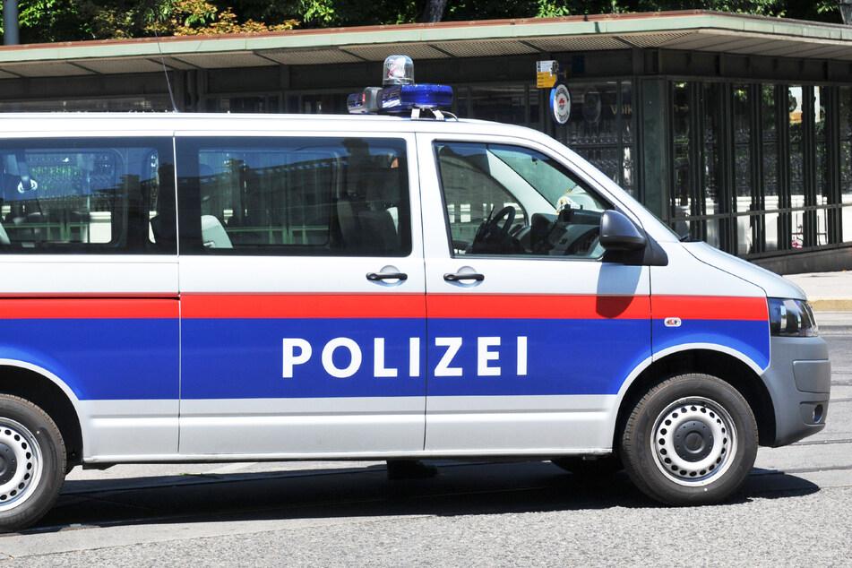 Jugendliche feiern illegale Party, rufen selbst bei der Polizei an