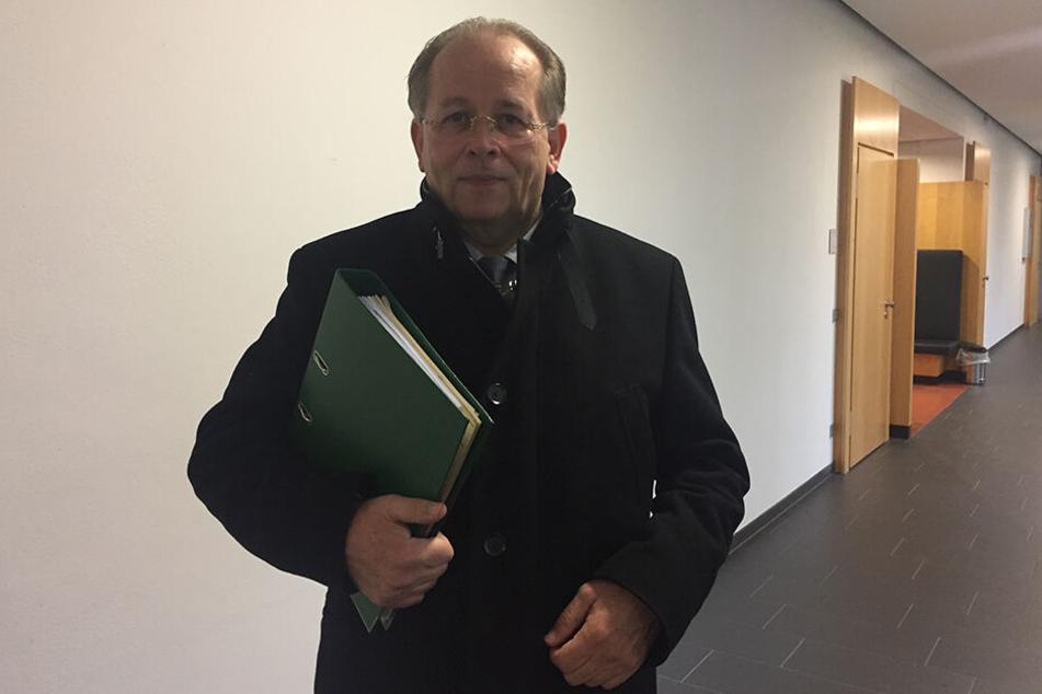Der 60-jährige Harald Klaebe fordert ausstehende Gehälter.