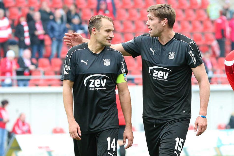 Toni Wachsmuth und Ronny König enttäuscht nach der Niederlage gegen Halle.