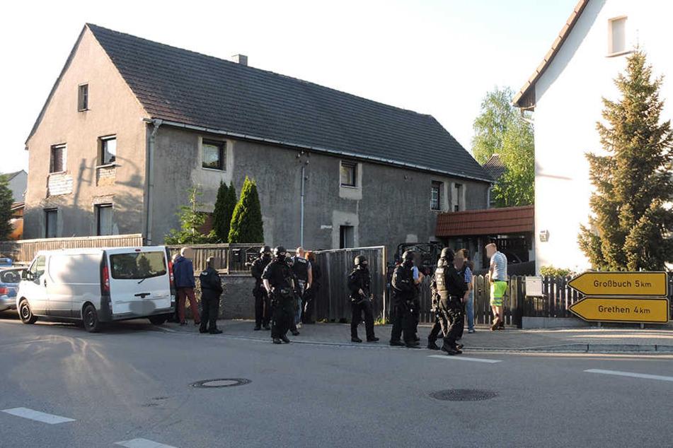 Am Montag durchsuchten Einsatzkräfte der Polizei das Haus im Grimmaer Ortsteil Großbardau.