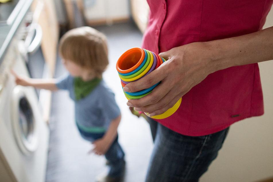 Die Mutter ließ ihre kinder nach einigen Angaben nur wenige Minuten alleine. (Symbolbild).