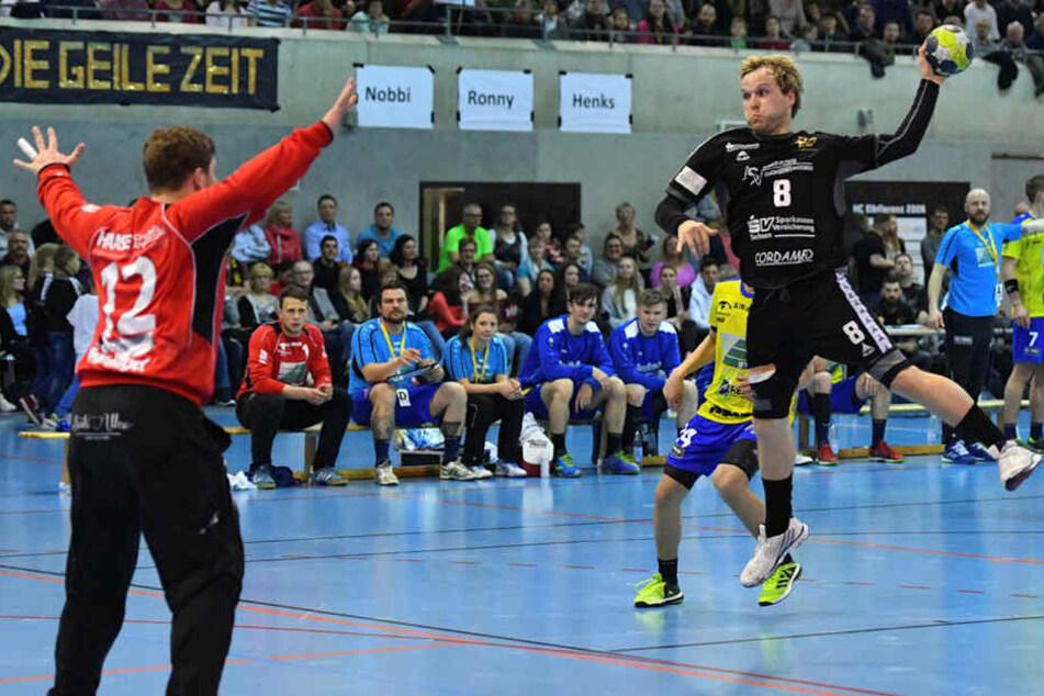 Rene Boese (Dresden) hier im Duell gegen Torwart Patrick Ziebert (Leipzig).