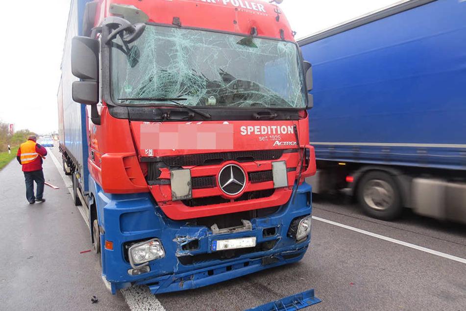 Lkw-Fahrer erkennt Stau-Ende nicht: Unfall auf A9 bei Lützen