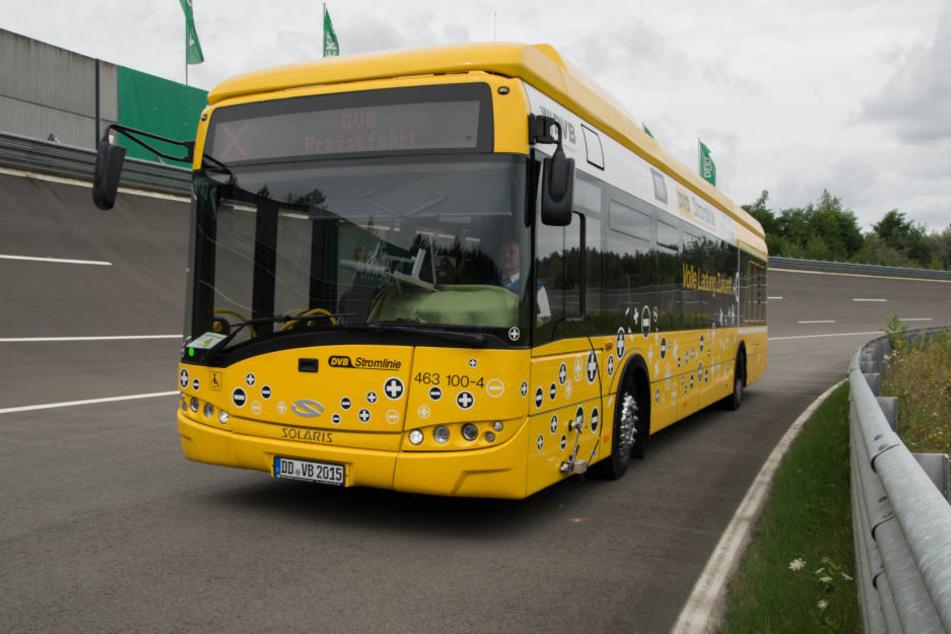 """Dieser Elektrobus sollte eigentlich im Regelbetrieb der Linie """"79"""" verkehren. Doch noch scheitert der Verkehr an der Zulassung der Ladestation."""