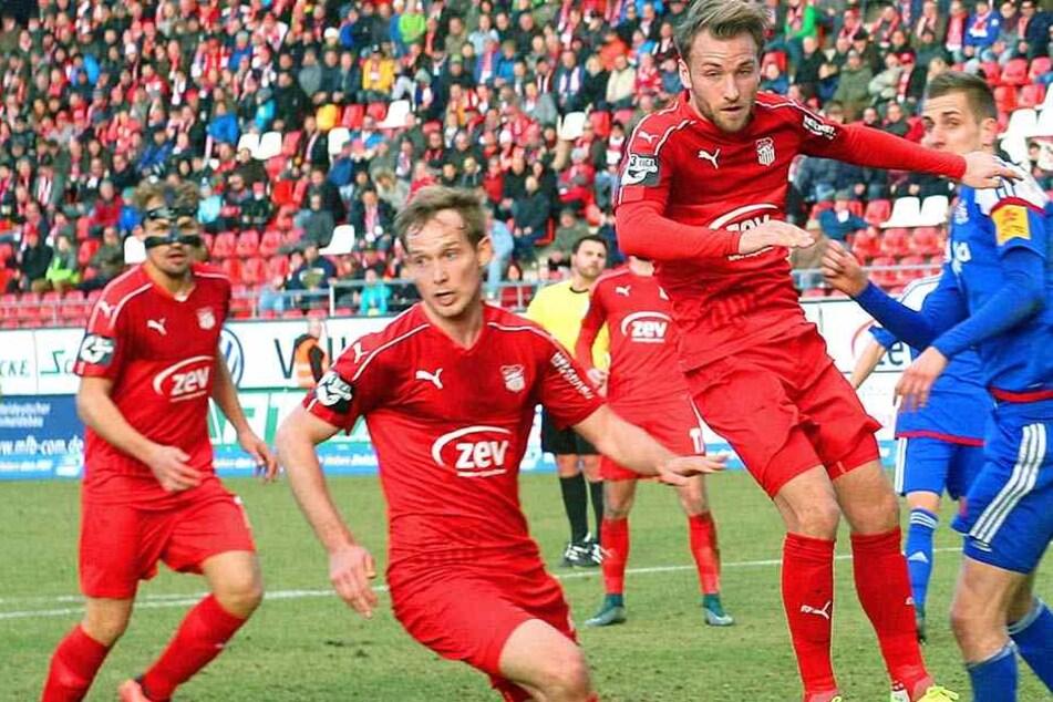 Die Personalkosten müssten beim FSV nach einem möglichen Abstieg in die Regionalliga verschlankt werden. Einige Spieler müssten somit den Verein verlassen.