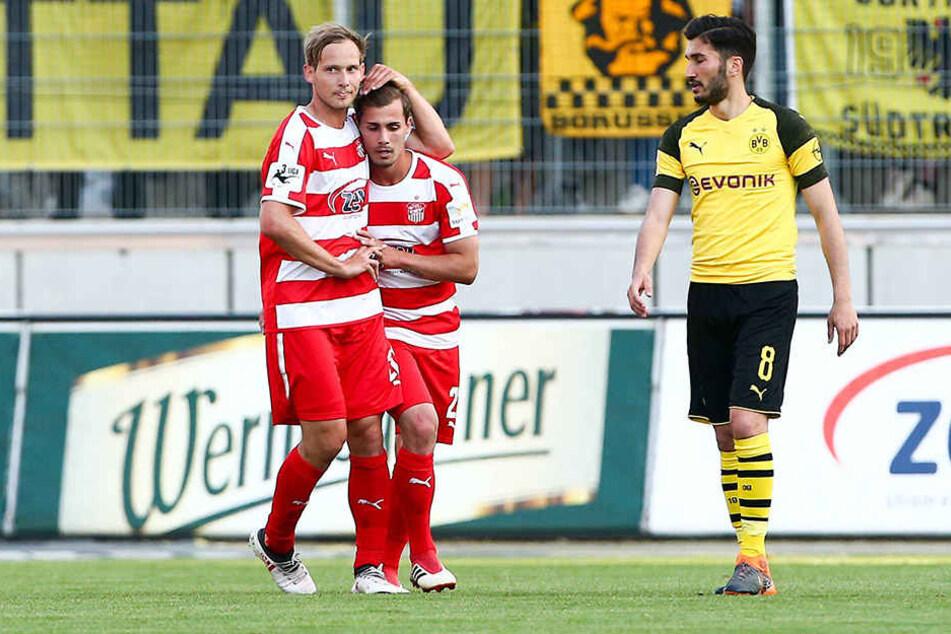 Stark! Sinan Tekerci (r.) machte am Montag im Testspiel gegen den BVB zwei Buden und bereitete ein Tor vor. Dafür gab's nicht nur Lob von Team-Kollege Rene Lange.