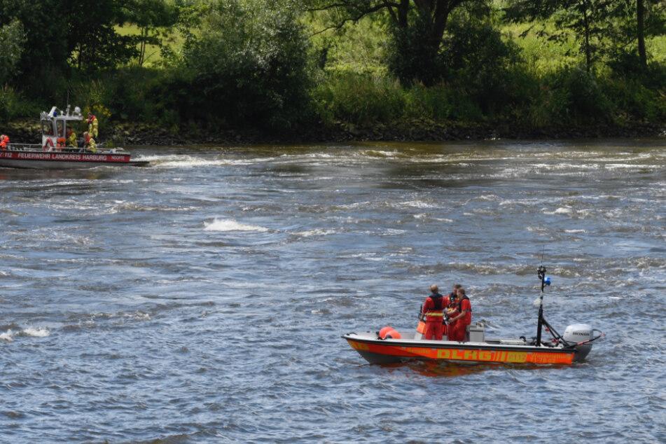 Kajakfahrer kentert auf der Elbe: Großalarm!