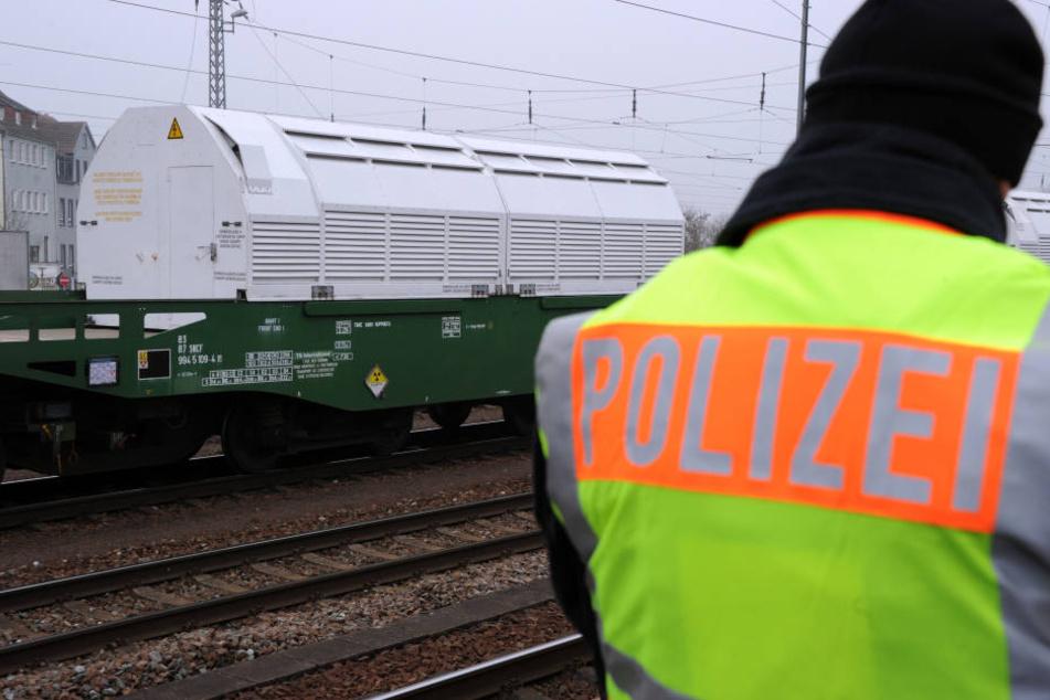 Kinder fanden am Dienstagnachmittag eine seit Ostermontag vermisste 36-Jährige in einem Gebüsch neben den Bahngleisen in Delitzsch. (Symbolbild)