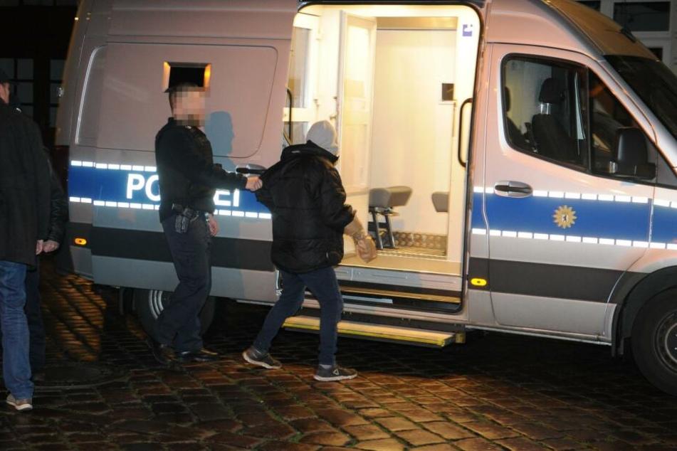 Zwei Männer konnten von der Polizei festgenommen werden.