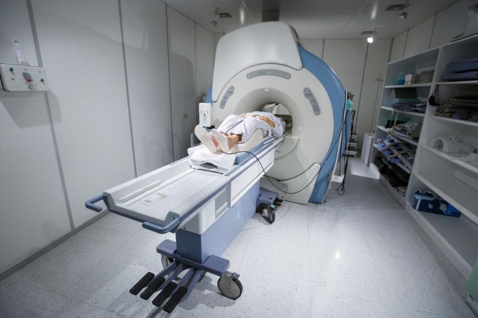 Arno P. bleib in einer MRT-Röhre stecken. (Symbolbild)