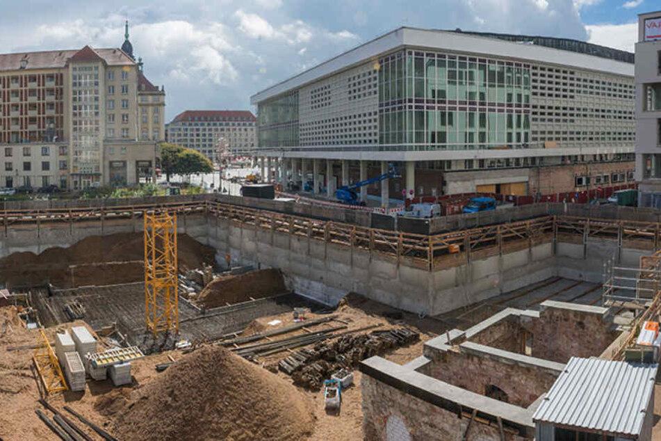 Neben dem Kulturpalast klafft währenddessen ein anderes Baustellenloch.