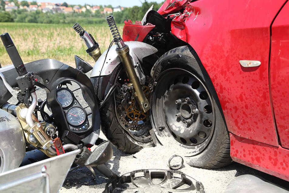 Sowohl die BMW-Fahrerin als auch der Biker wurden verletzt.