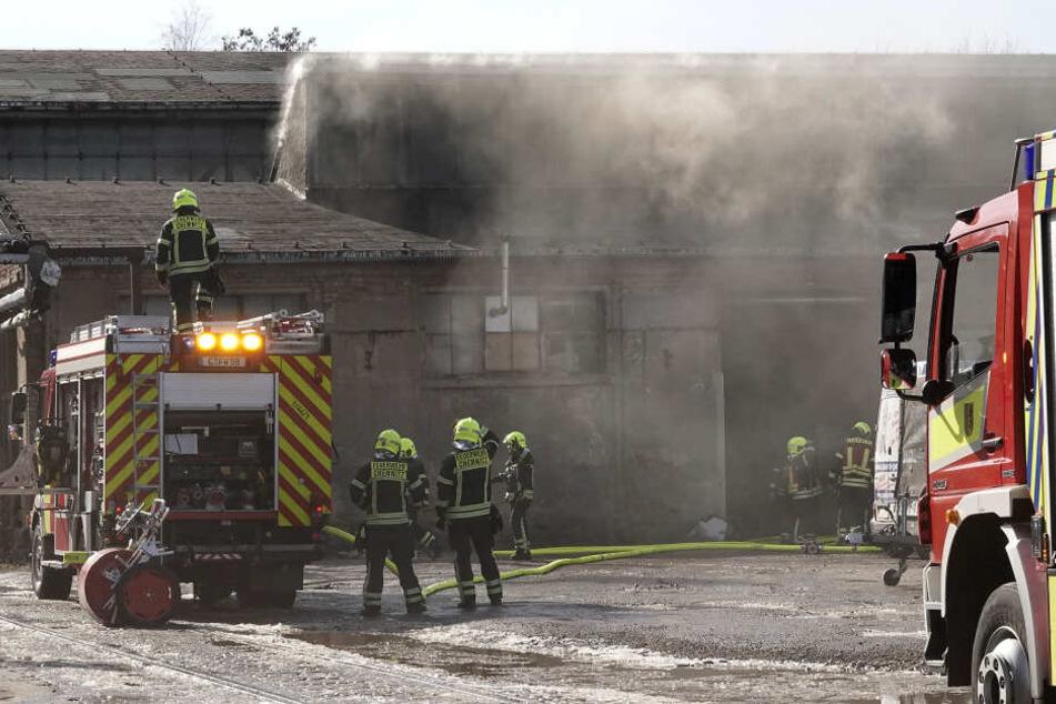 Dicke Rauchwolken: Was brennt hier in Chemnitz ab?