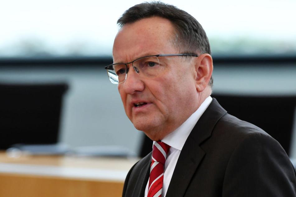 Innenminister Holger Poppenhäger (SPD) benannte vier Kreise, denen die Schulden erlassen werden sollen.