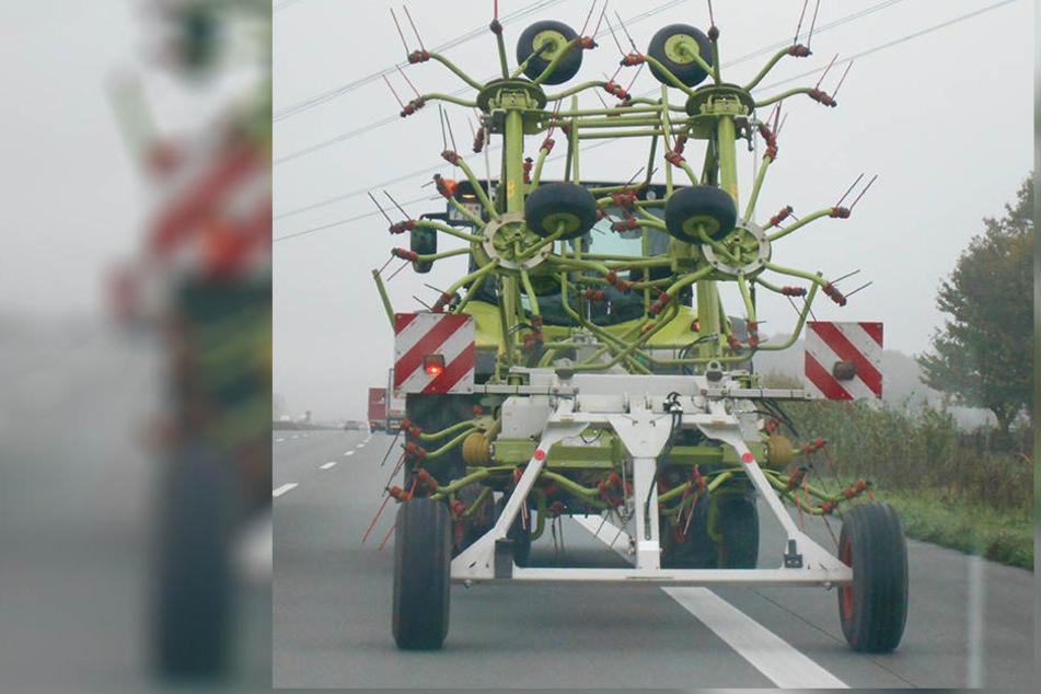 Mit gerade einmal 50 km/h ging es mit dem Traktor über die Autobahn.