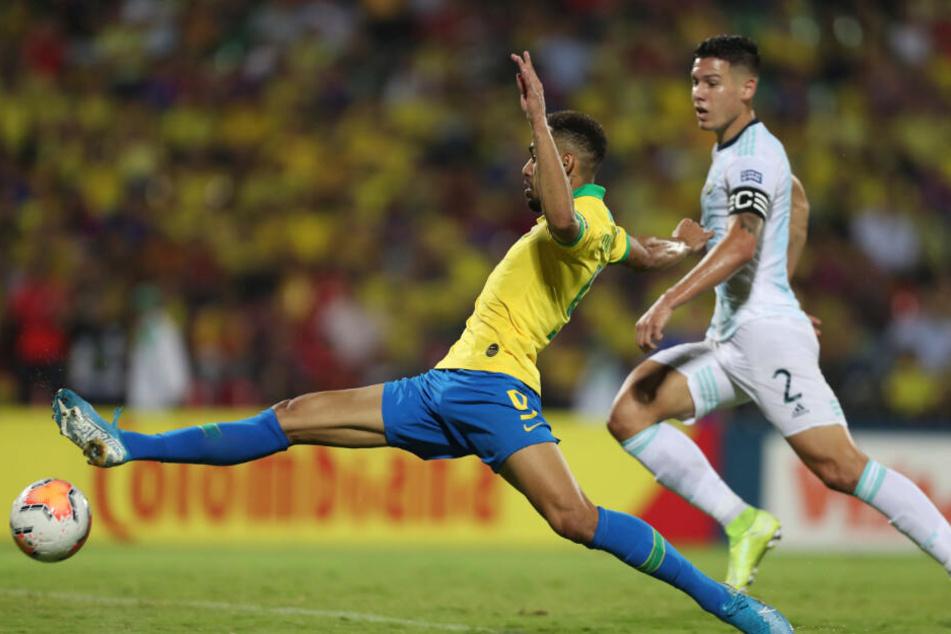 Matheus Cunha (l) aus Brasilien trifft zum 2:0.
