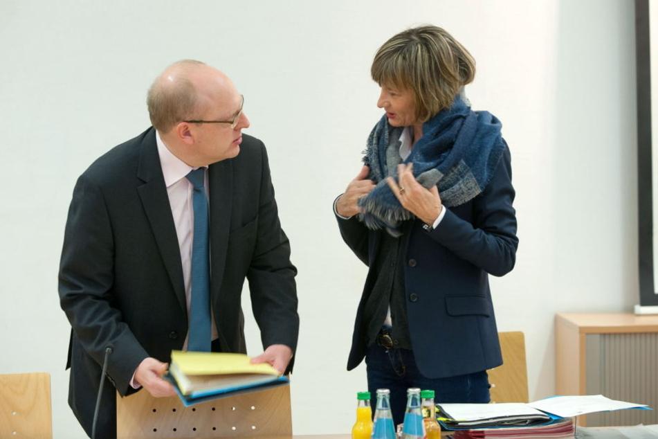 Knapp 1240 Stunden benötigten OB Barbara Ludwig (55, SPD) und Kollegen im  Rathaus für die Beantwortung von Ratsanfragen.