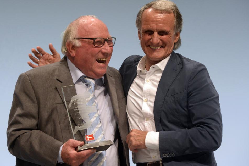 Wolfgang Overath mit Uwe Seeler (l.)