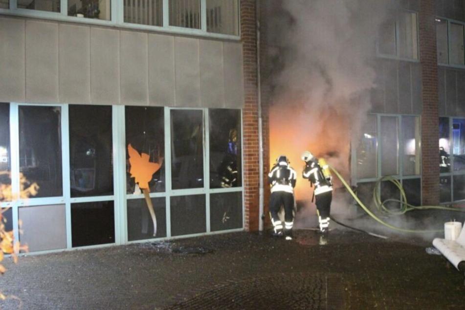 Durch Brandanschlag auf Finanzamt: Post von zwei Tagen vernichtet