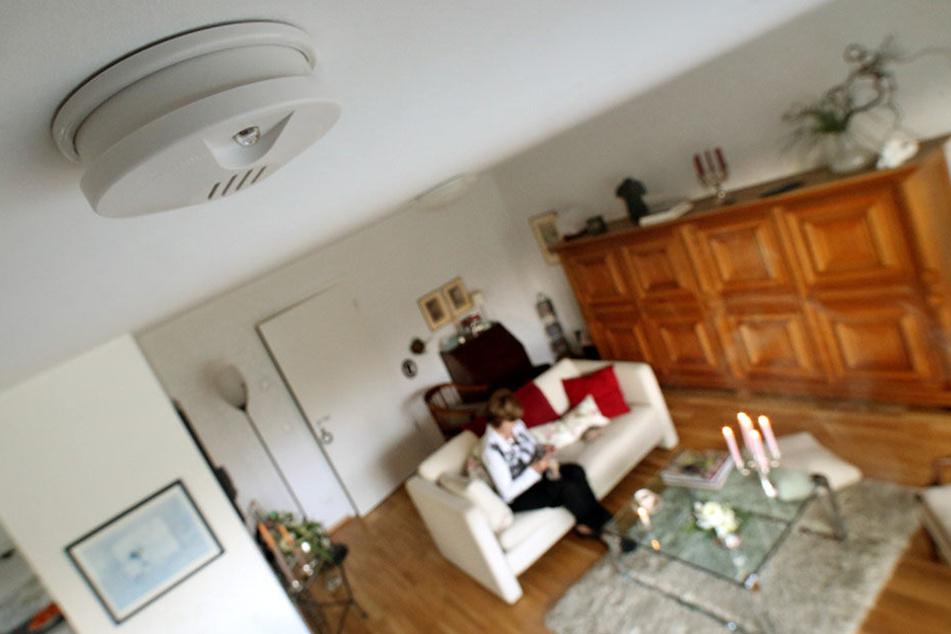 Zukünftig müssen Rauchmelder in den Wohnungen NRWs installiert sein (Symboldbild).