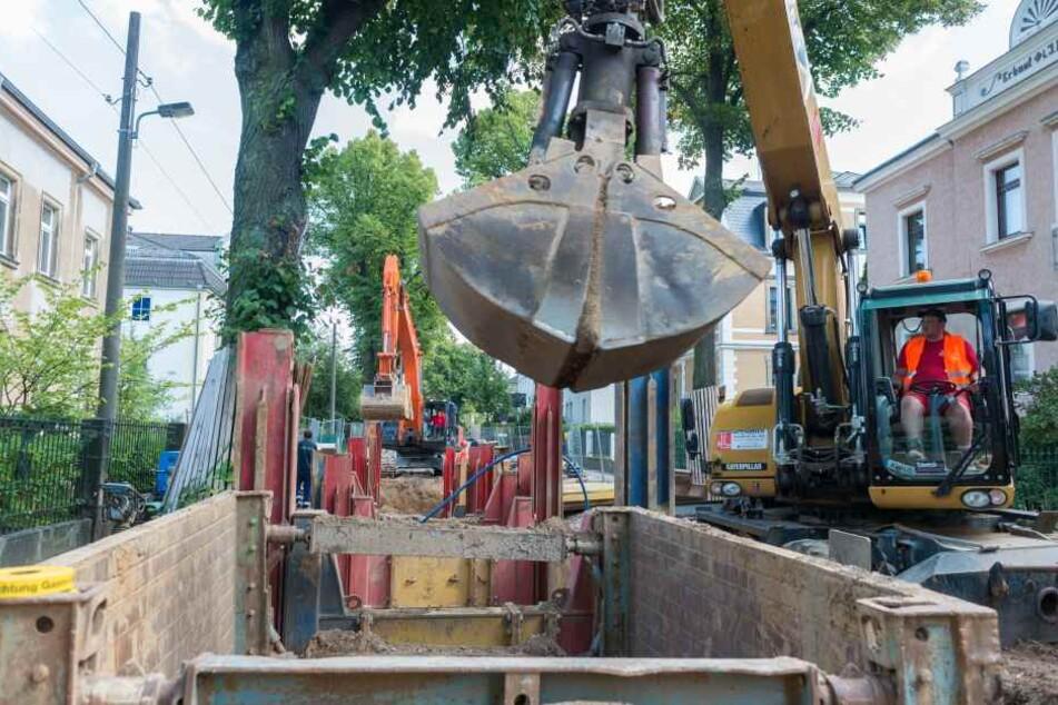 An der Windbergstraße werden Rohrleitungen saniert. Das Wasserwerk Coschütz geht daher vom Netz.