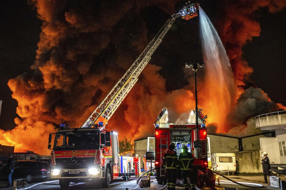 Hamburg: Flammeninferno in Hamburg: Warnung für Teile der Stadt aktualisiert