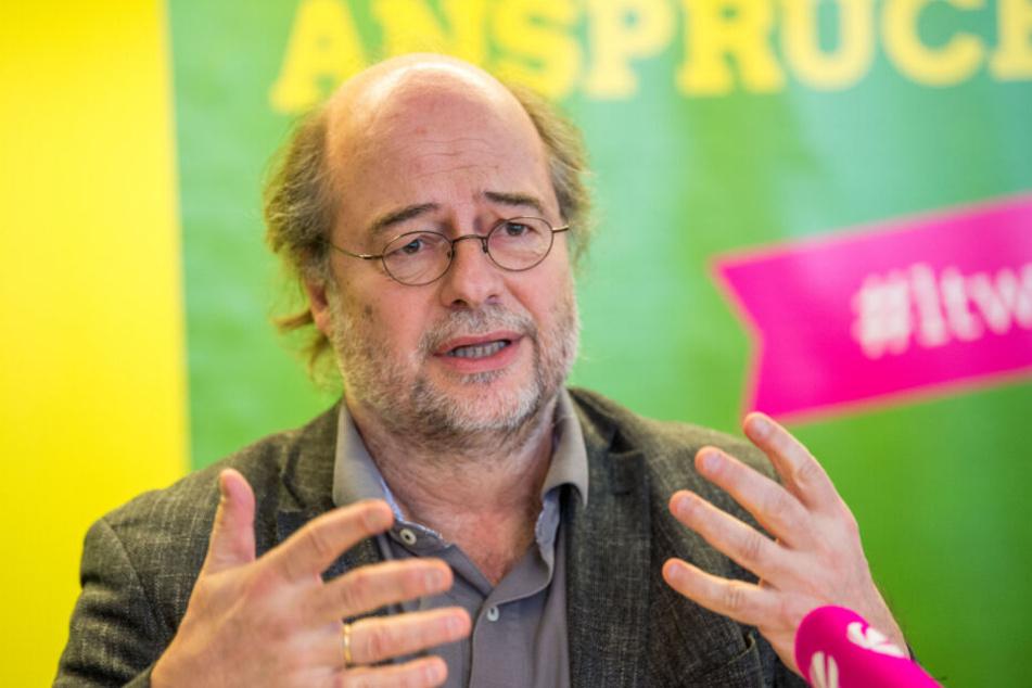 Eike Hallitzky (Bündnis 90/Die Grünen), Landesvorsitzender der Grünen, kritisiert die Flugstrecke Nürnberg-München der Lufthansa.