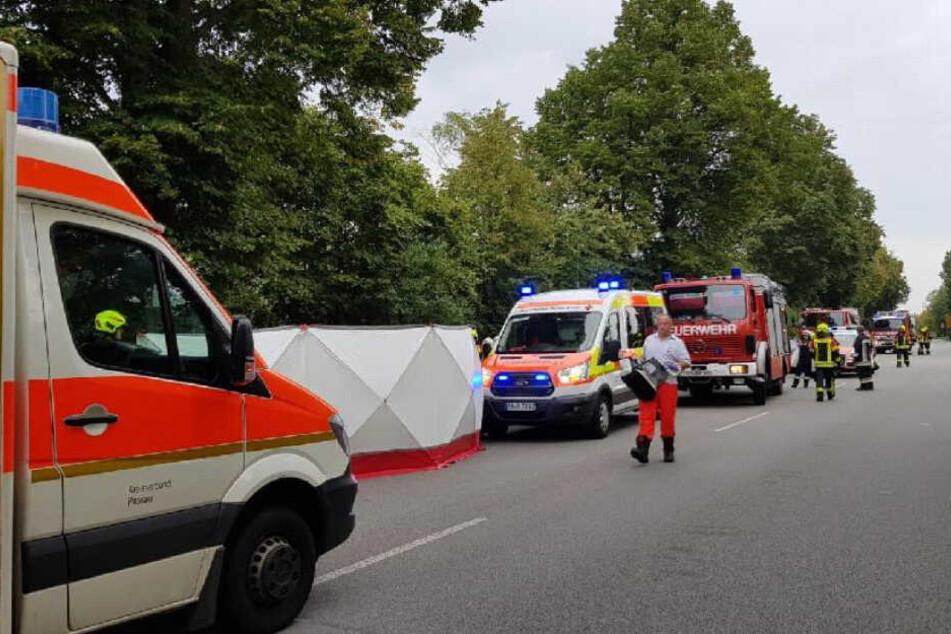 Die Helfer konnten nichts mehr für den Mann tun, er erlag seinen Verletzungen noch am Unfallort.