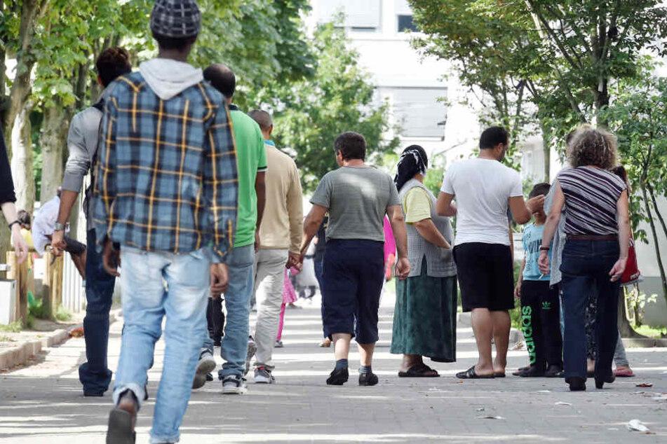 Asylbewerber, über deren Asylantrag nach drei Monaten nicht entschieden wurde, können das Bamf ab sofort verklagen. (Symbolbild)