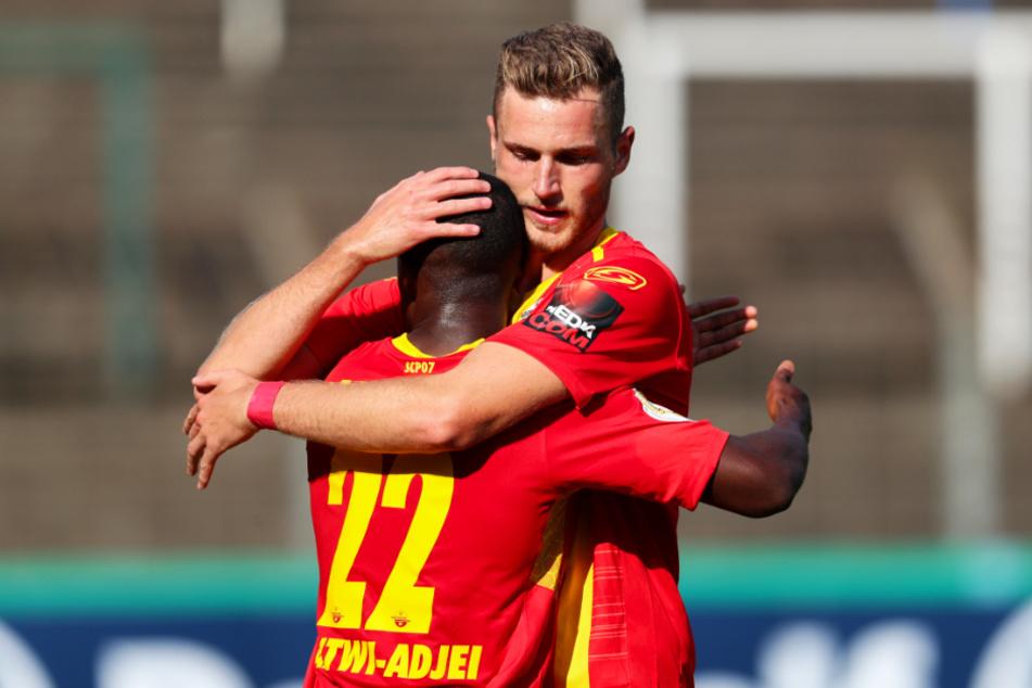 Der SC Paderborn 07 kann auch in der neuen Saison auf Dennis Srbeny (r.) und Christopher Antwi-Adjej setzen.