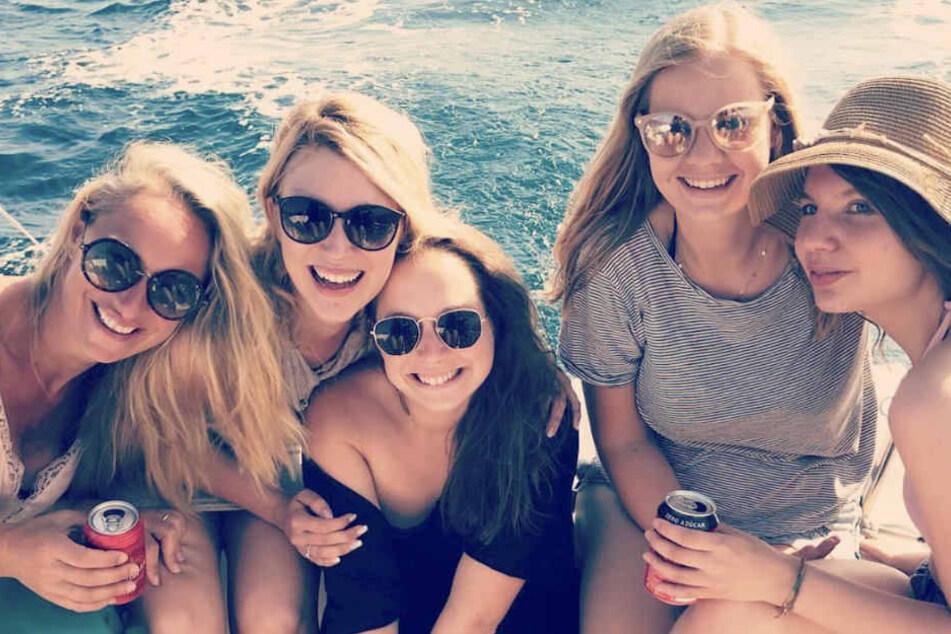 Auf einem Boot haben die Freundinnen die Sonne Spaniens genossen.