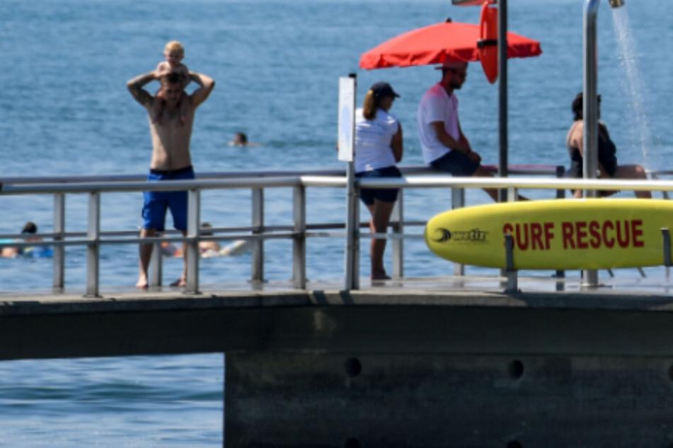 Im Strandbad: Urlauber legt sich röchelnd auf Liege, kurze Zeit später ist er tot