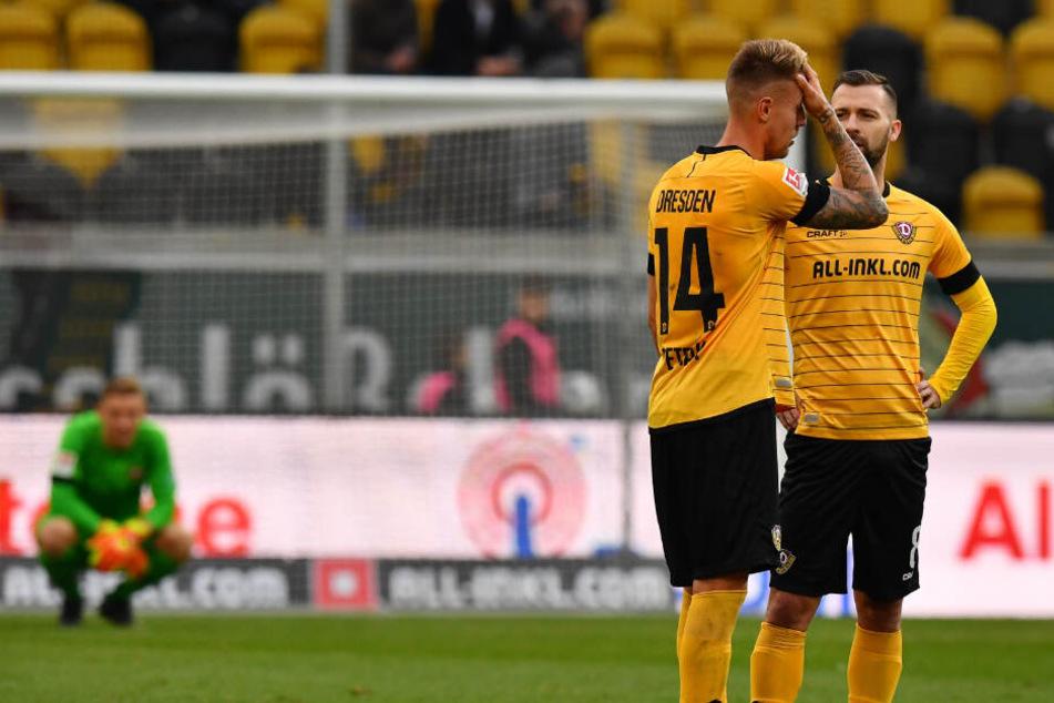 Die beiden Tschechen Ondrej Petrak (l.) und Josef Husbauer sind nach dem 1:2 gegen Bochum sichtlich enttäuscht. Beide konnten noch nichts vollends im Dynamo-Trikot überzeugen.