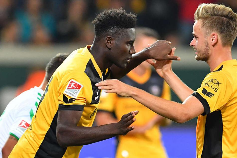 Elf Dresdner Tore: Lucas Röser traf siebenmal, Peniel Mlapa erzielte vier Buden. Entscheidet sich Trainer Uwe Neuhaus für nur einen Stürmer, dann muss Mlapa gegen Regensburg auf die Bank.