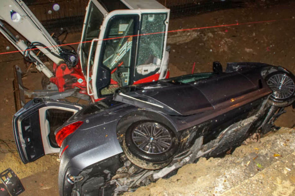 Alkoholisierter BMW-Fahrer stürzt in Baugrube