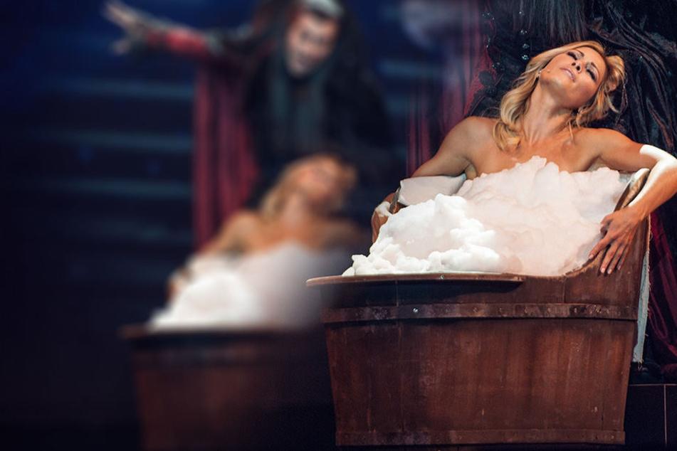 Nackt auf der Bühne? Helene Fischer geht baden!