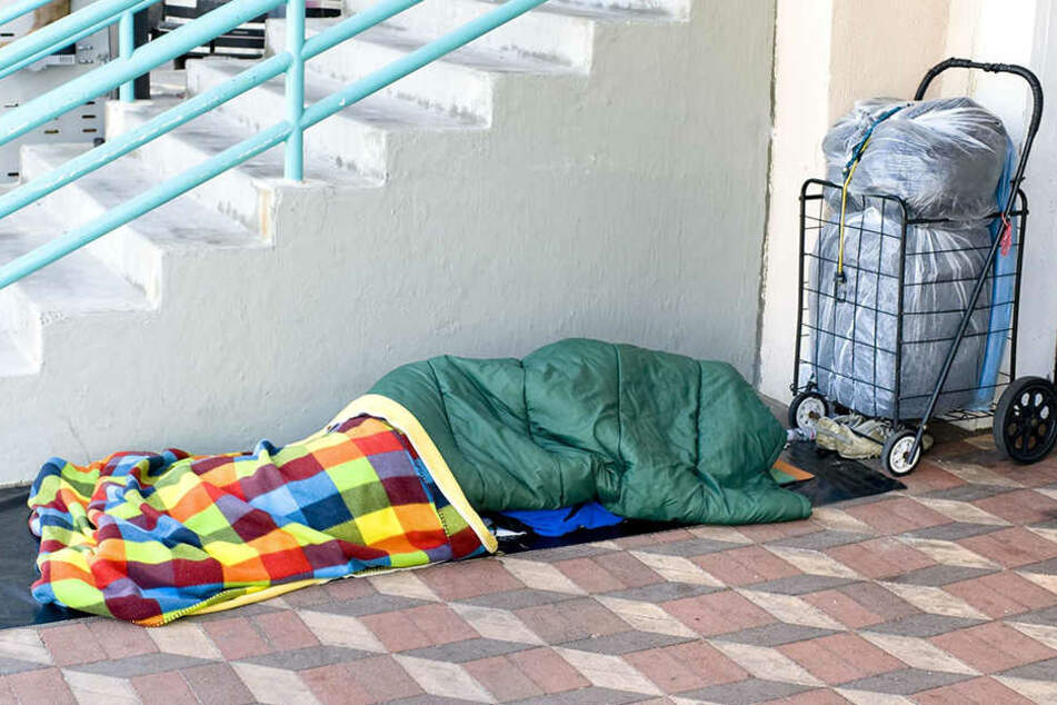 Die Polizei in Görlitz hat am Bahnhof einen Obdachlosen festgenommen. (Symbolbild)