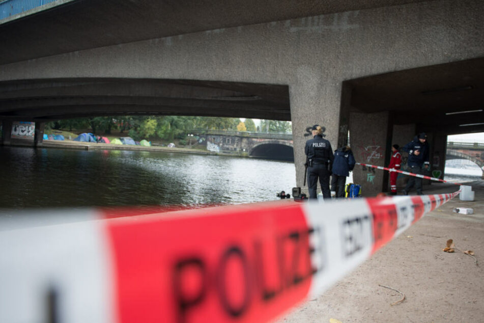 Ein Unbekannter erstach den 16-jährigen Viktor E. unter der Kennedybrücke an der Alster (Archivbild).