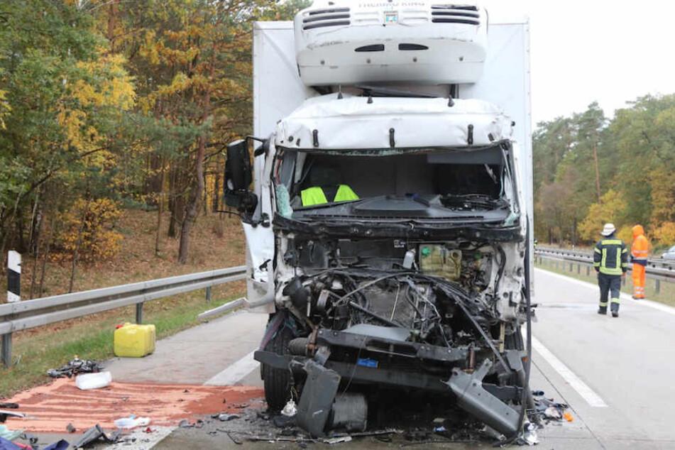 Lkw-Fahrer (†59) stirbt bei Auffahrunfall auf A11