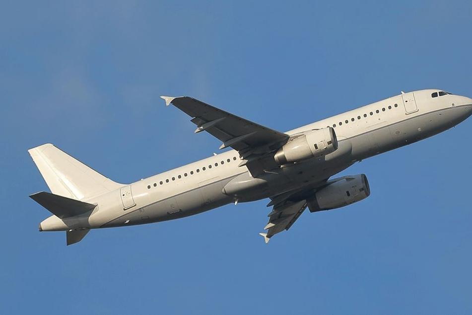 Der Zwölfjährige verließ sein Land per Flugzeug (Symbolbild).
