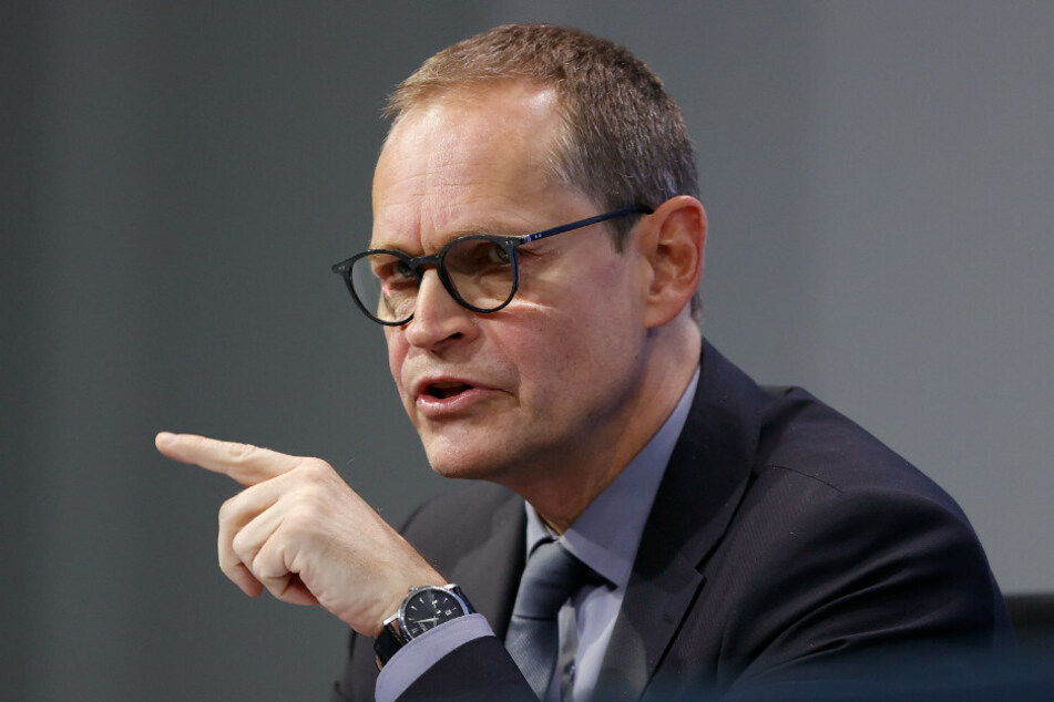 Berlins Regierender Bürgermeister Michael Müller (55, SPD) hat die Kritik zurückgewiesen, die Länder würden sich nicht genügend an den Kosten der Corona-Hilfen beteiligen.