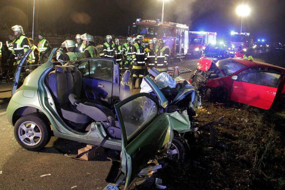 Die Unfallstelle im November 2016: Zwei junge Frauen starben in den Wracks, zwei weitere überlebten schwer verletzt. (Archivbild)