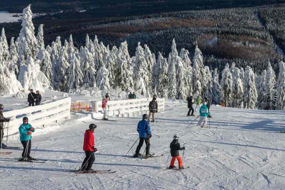 Die meisten Abfahrtsstrecken auf dem Fichtelberg sind für die Skifahrer geöffnet.