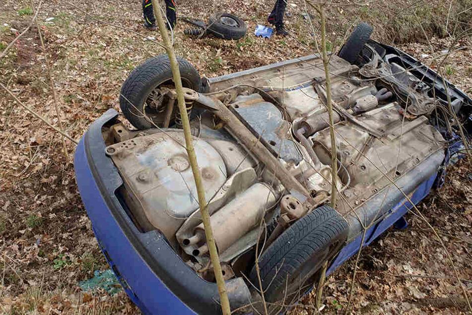 Schwerer Crash im Erzgebirge: Audi überschlägt sich und bleibt auf Dach liegen