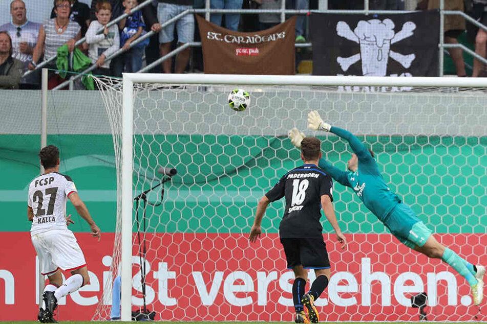 Beim 1:0 für den SCP gab es für St.-Pauli-Keeper Himmelmann nichts zu halten.