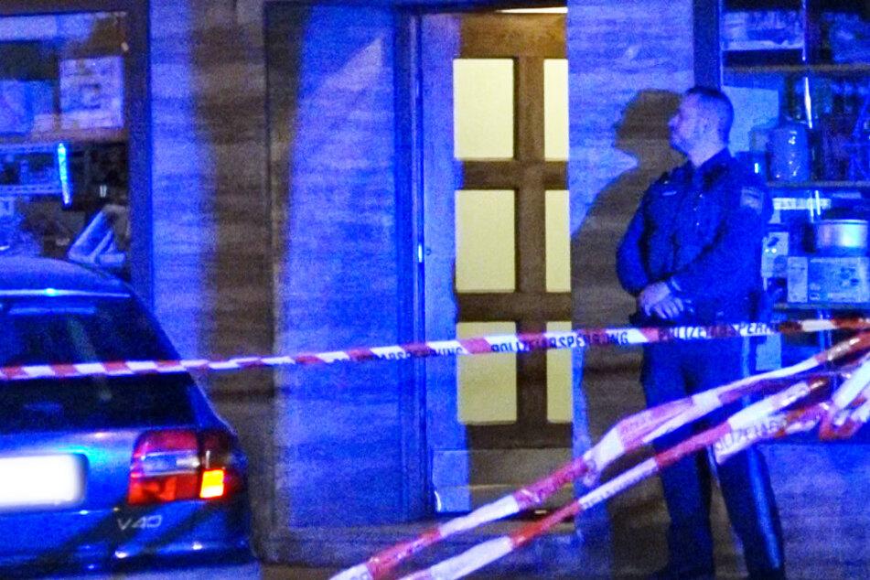 55-Jährige tot in Wohnung aufgefunden: Zwei Männer festgenommen