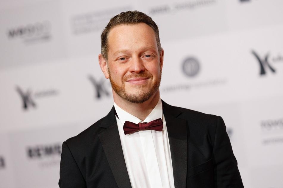 """Roland Riebeling (42) spielt seit 2018 die Rolle des trotteligen Assistenten Norbert Jütte beim Kölner """"Tatort""""."""
