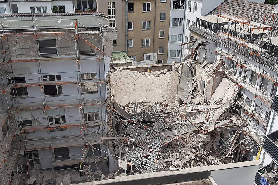 Teile eines Gebäudes eingestürzt: Zwei Arbeiter verschüttet?