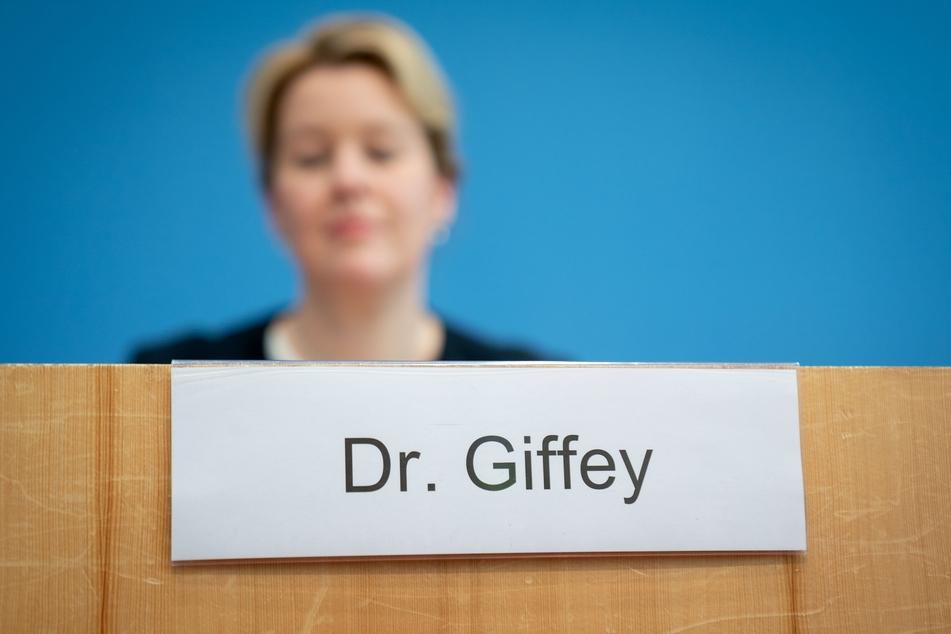 Franziska Giffey (43, SPD) wurde der Doktortitel offiziell entzogen.